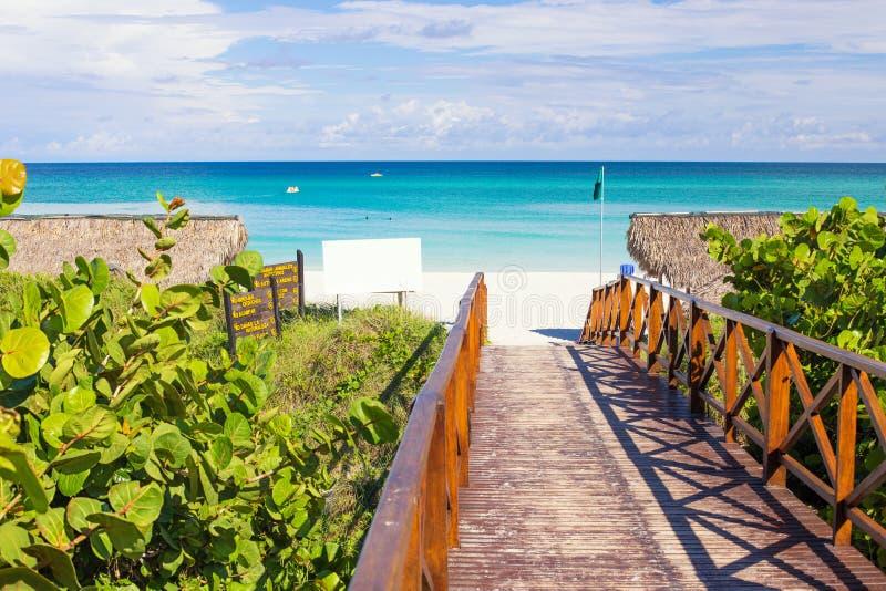 Passagem que conduz à praia de Varadero em Cuba foto de stock royalty free