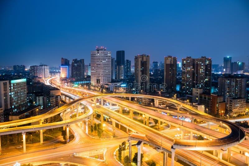 Passagem superior de Chengdu na noite imagens de stock royalty free
