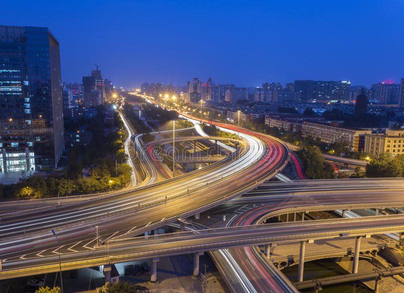 Passagem superior do Pequim na noite fotos de stock royalty free
