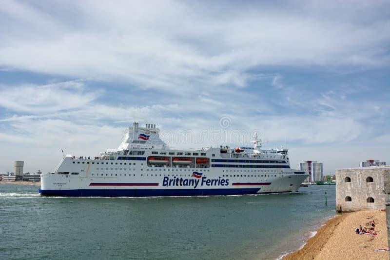 Passager Brittany Ferry Le Normandie entrant dans Portsmouth, R-U photo libre de droits