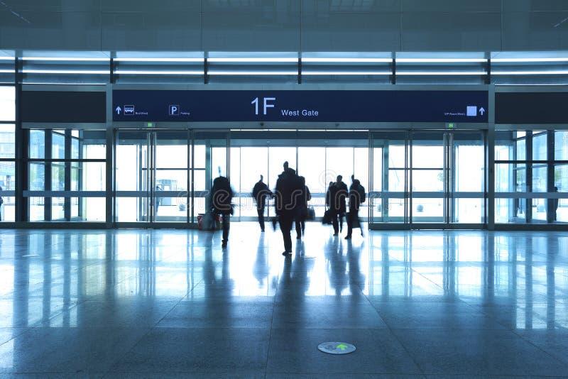Passager dans la porte d'aéroport photos libres de droits