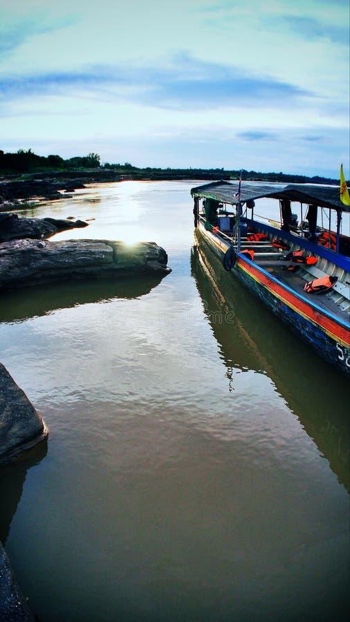 Passager de attente de bateau vide photographie stock libre de droits