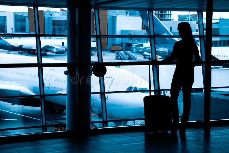 Passagerare på flygplatsen arkivbild