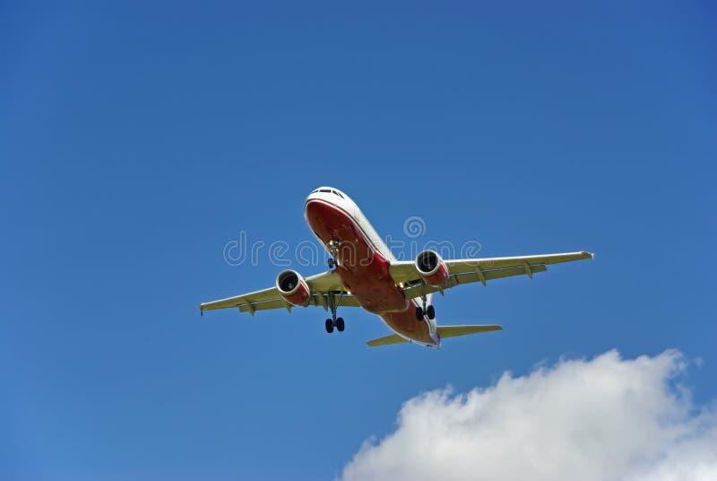 Passagerarflygplanlandning arkivfoto
