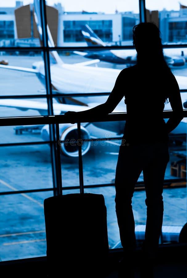Passagers à l'aéroport photographie stock libre de droits