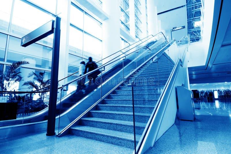Passagers dans l'aéroport de Changhaï Pudong photos libres de droits
