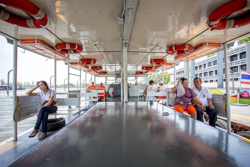 Passagers dans le ferry-boat images stock