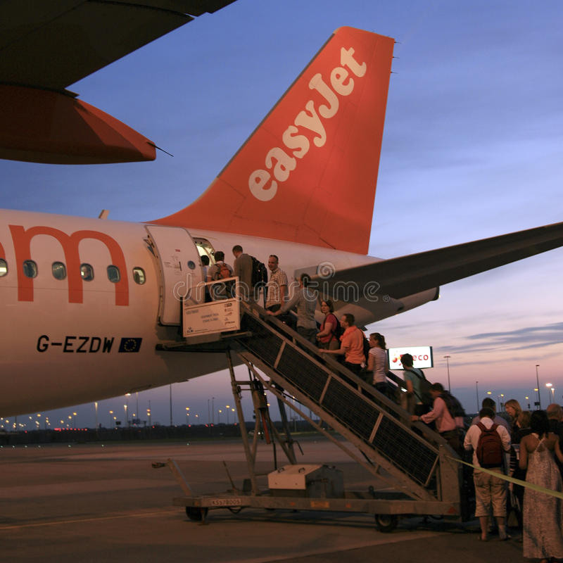 Passagers embarquant un EasyJet Airbus A319 photographie stock