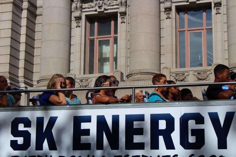 Passagers sur le toit de buss image libre de droits