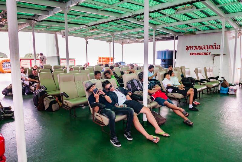 Download Passagers sur un car-ferry photo éditorial. Image du transport - 76087656