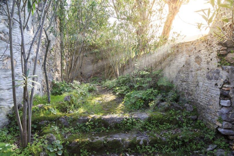 Passages in Kayakoy-karmylassos oud Grieks dorp in fethiye stock afbeeldingen