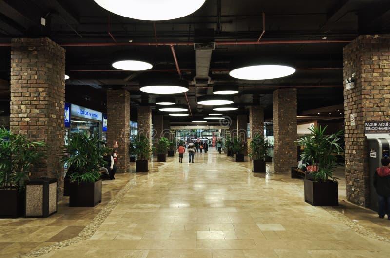 Passaggio al centro commerciale immagini stock libere da diritti