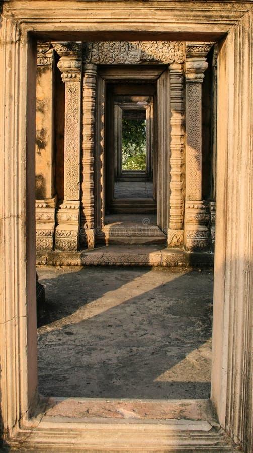 Passaggio della porta del castello di Phra Wiharn (tempio di Preah Vihear) immagine stock libera da diritti