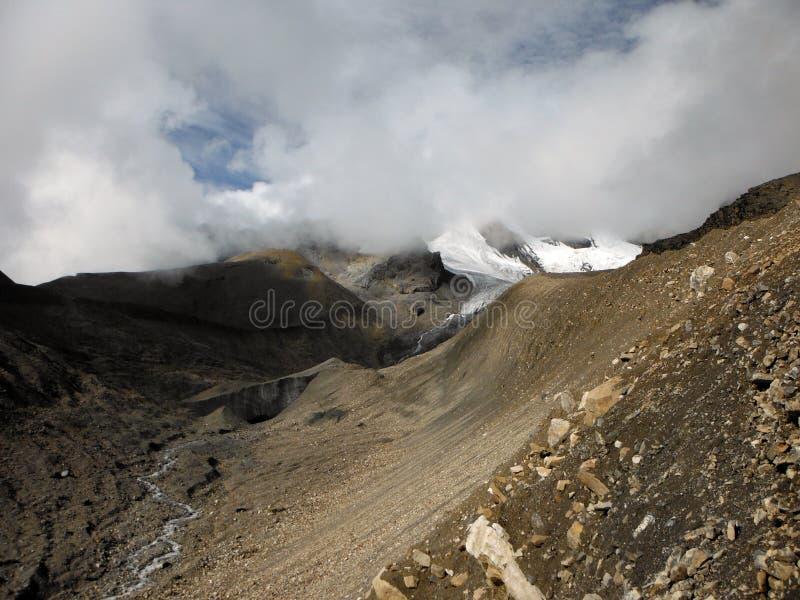 Passaggio himalayano della Thorung-La asciutta nel monsone fotografie stock libere da diritti