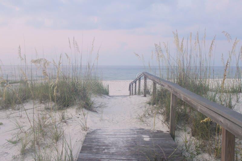 Passaggio pedonale alla spiaggia immagini stock