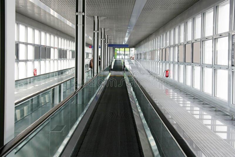 Download Passaggio Pedonale Della Fascia Dell'aeroporto Immagine Stock - Immagine di cancello, vuoto: 3892893
