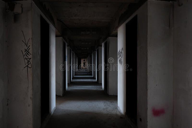 Passaggio pedonale di costruzione abbandonata fotografia stock libera da diritti