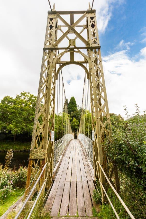 Passaggio pedonale di legno del ponte sospeso fotografia stock libera da diritti