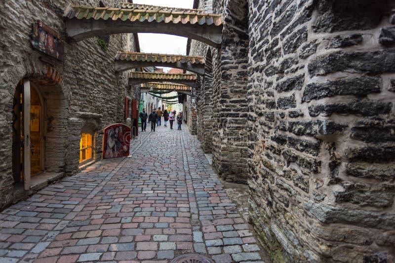 Passaggio pedonale mezzo nascosto passaggio medievale del ` s della st Catherine della via in Città Vecchia fotografia stock