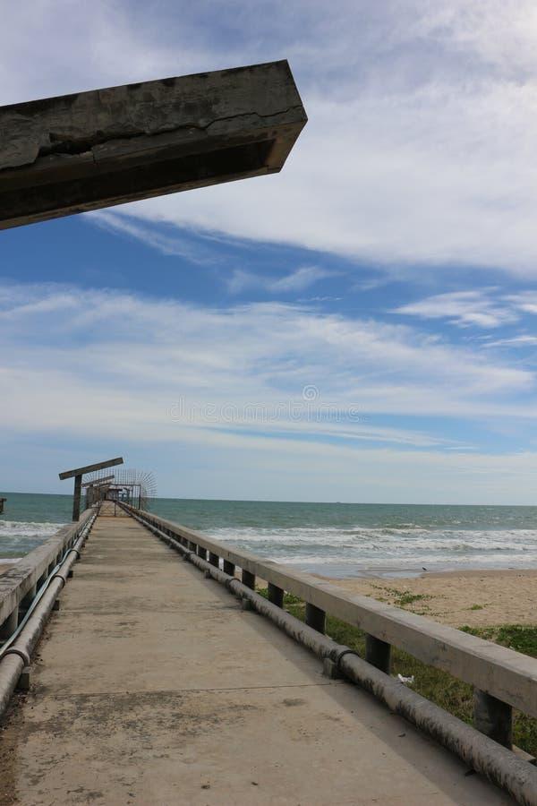 Passaggio pedonale nel mare, Haad Maerumphueng immagine stock