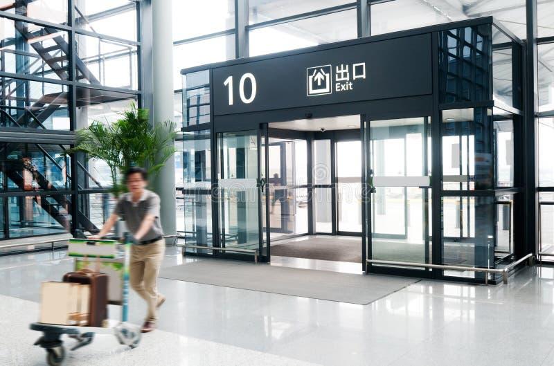 Passagier in de luchthaven van Shanghai pudong stock foto