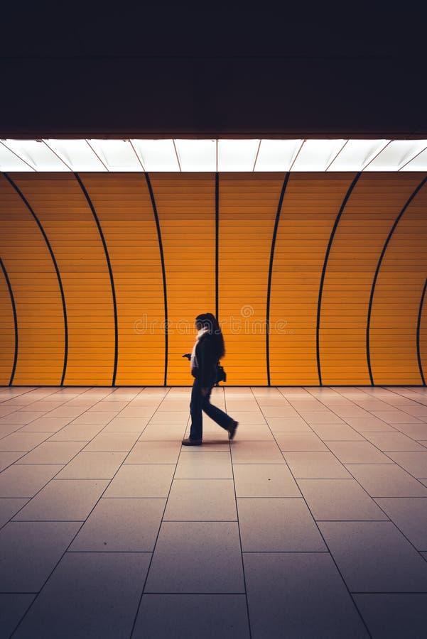 Passagier in der U-Bahn, München, Deutschland lizenzfreie stockfotos