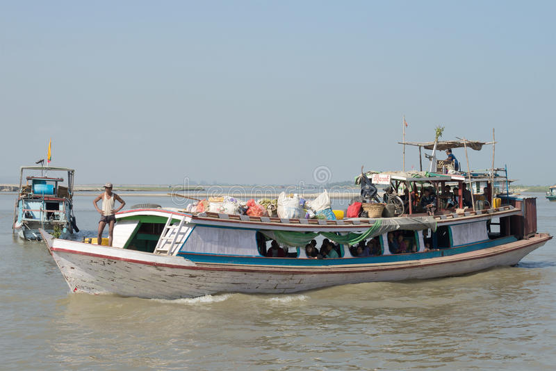 Passagierboot auf der Irrawaddy-Flussnahaufnahme myanmar stockbild