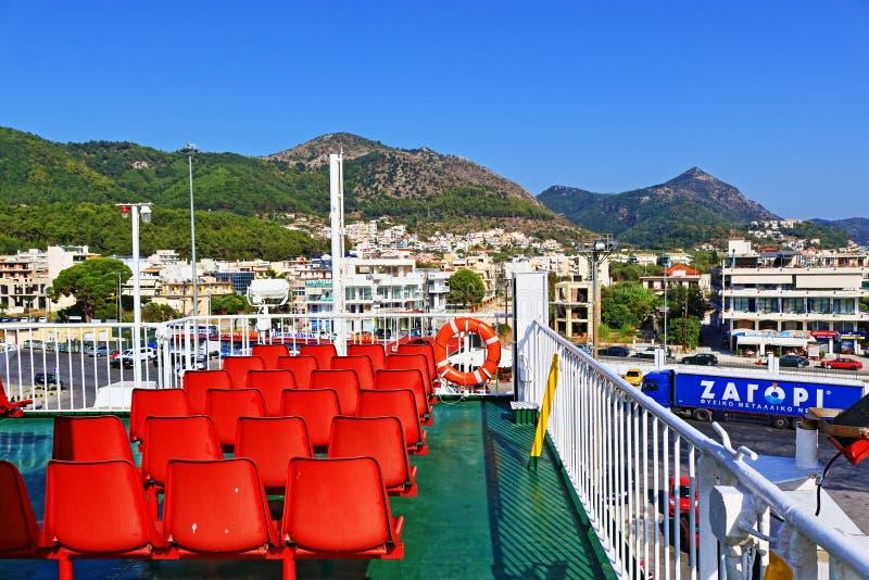 Passagierboot Igoumentsa-Fährhafen Griechenland stockbilder
