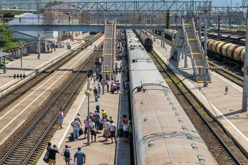 Passagiere am Bahnhof Novorossiysk, Russland lizenzfreies stockbild