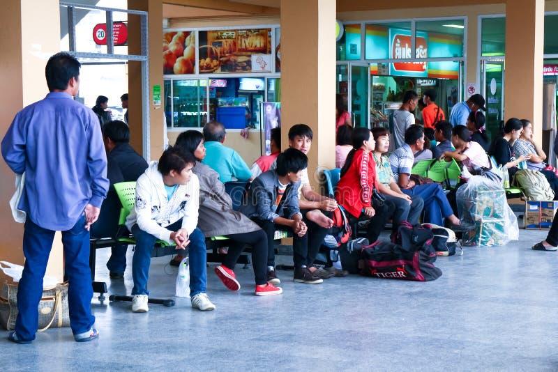 Passagiere, die warten, um zu reisen stockbilder