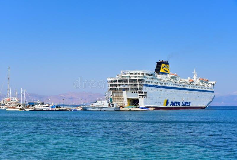 Passagierfähre in Kos-Hafen, Griechenland stockfotografie