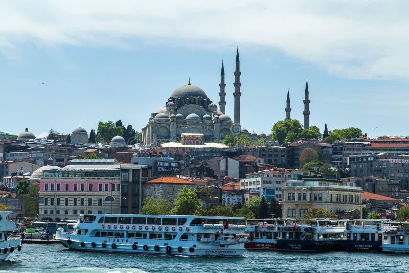 Passagierfähren-Schiff Suleymaniye-Moschee, Istanbul, die Türkei stockfotografie