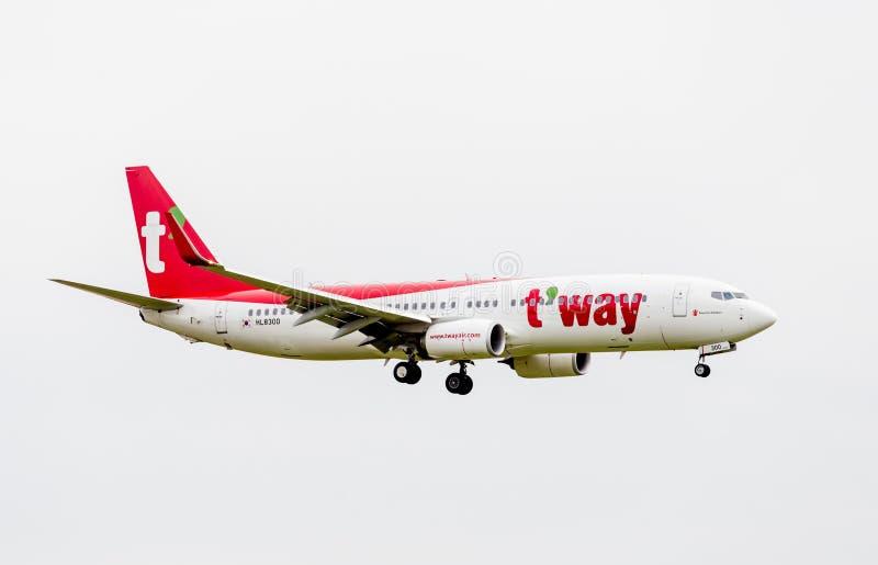 Passagierflugzeug Boeing 737 von T 'Weise Luft Südkorea in einer Luft Luftfahrt und Transport lizenzfreie stockfotos