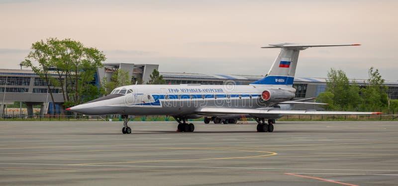 Passagierflugzeug Tupolev Tu-134 'Earl Muravyov-Amursky 'auf Flugplatz stockbild