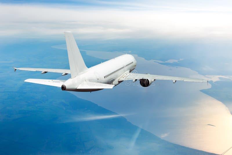 Passagierflugzeugansicht von hinten stockfotos