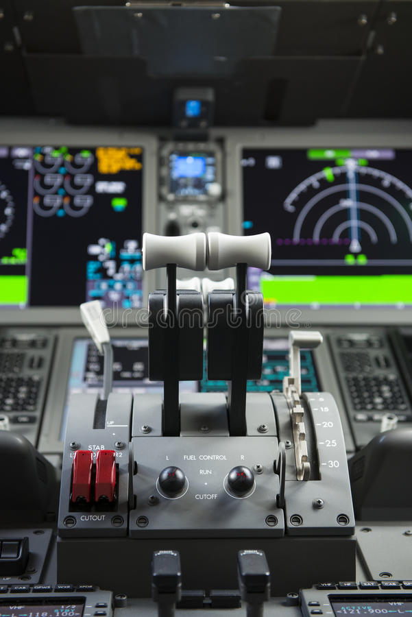 Passagierflugzeugdrosseln lizenzfreie stockbilder