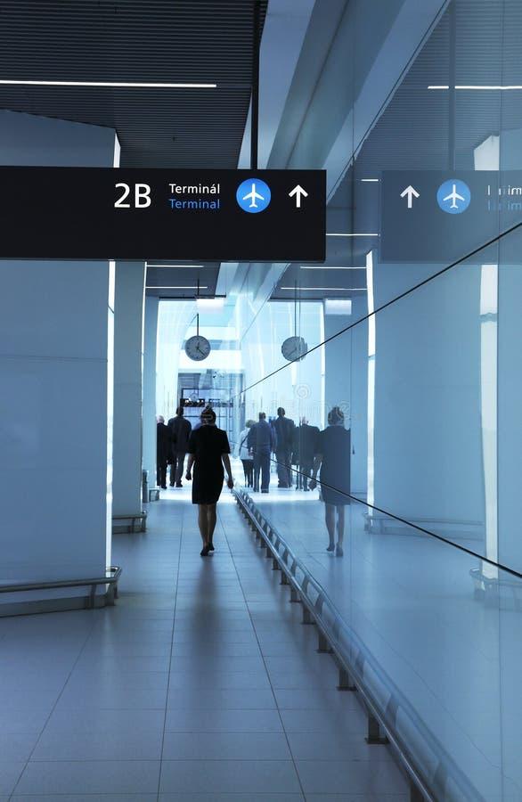Passagiers in de luchthaven royalty-vrije stock fotografie