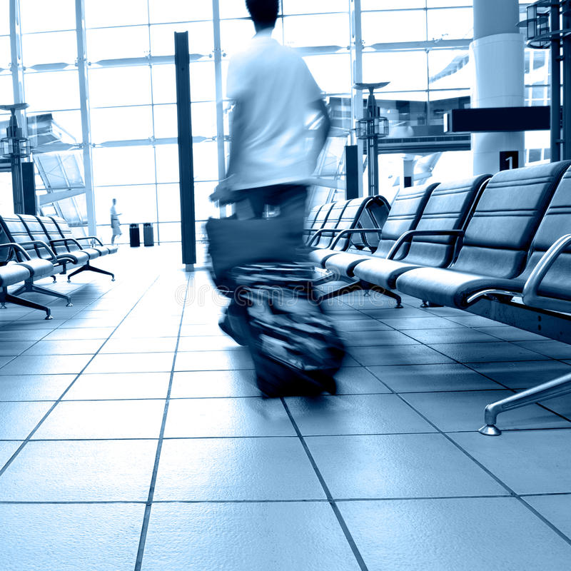 Passagiers in luchthaven royalty-vrije stock afbeelding