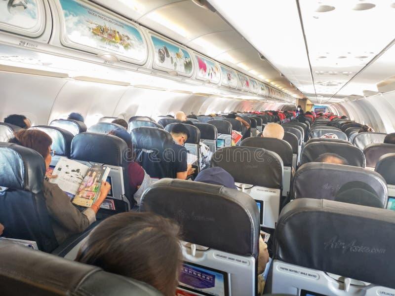 Passagiers op het vliegtuig AirAsia royalty-vrije stock afbeeldingen