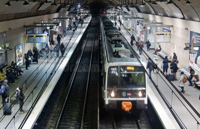 Passagiers op platform RER royalty-vrije stock foto