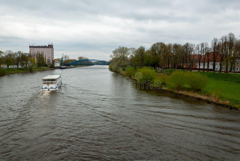 Passagierschiff auf dem Fluss Weser lizenzfreies stockbild