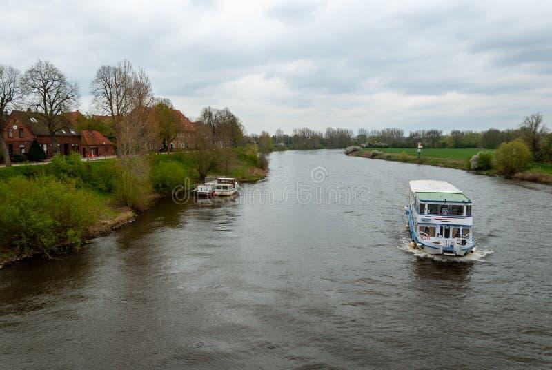 Passagierschiff auf dem Fluss Weser stockfotos
