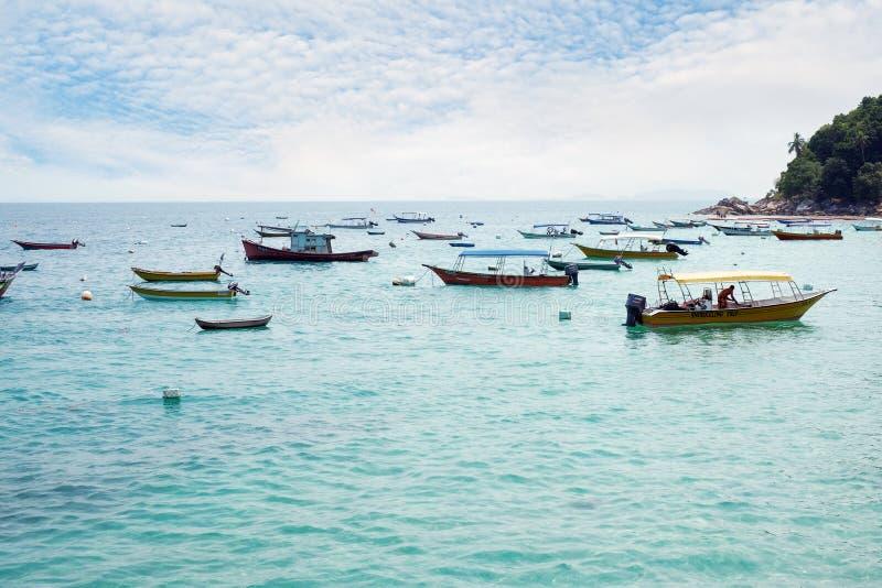 Passagierschnellboot oder Wasser-Taxi für touristisches Hopfen zwischen Insel in Perhentian-Insel, Malaysia am 24. März 2019 lizenzfreie stockbilder