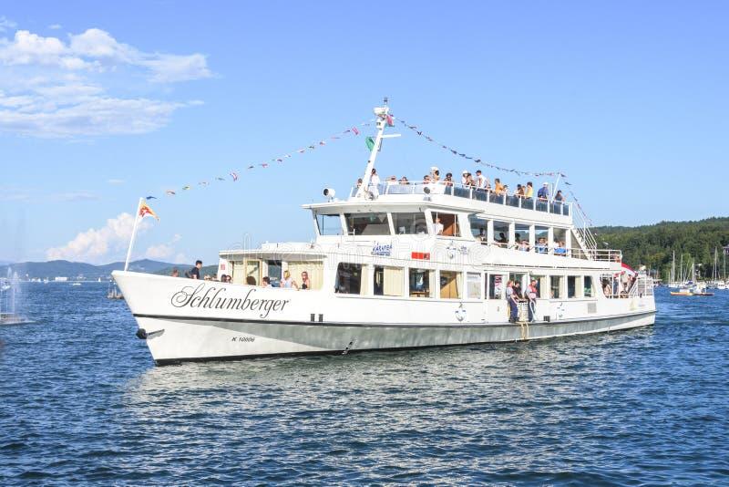 Passagiersschip Schlumberger op meer Worthersee, Carinthia, Austr royalty-vrije stock foto's