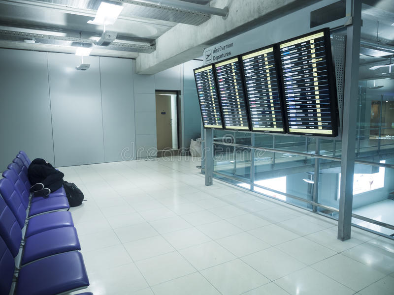 Passagiersslaap op stoelen stock foto