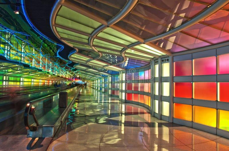 Passagierstunnel, de Luchthaven van Chicago O'Hare stock afbeelding