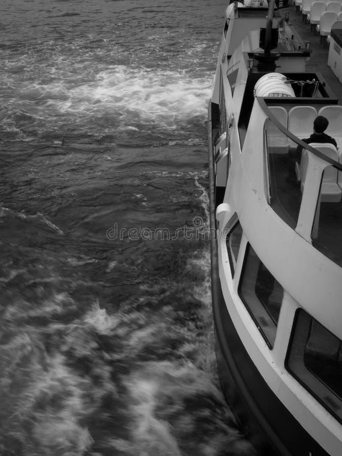 Passagiersveerboot in motie royalty-vrije stock fotografie
