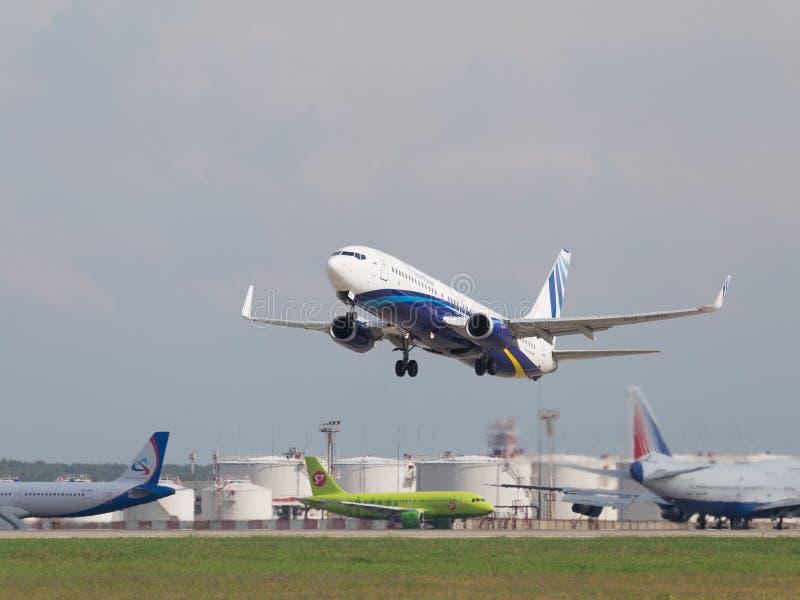 Passagiersvliegtuig Boeing 737-8K5/W, NordStar-Luchtvaartlijn stock foto's