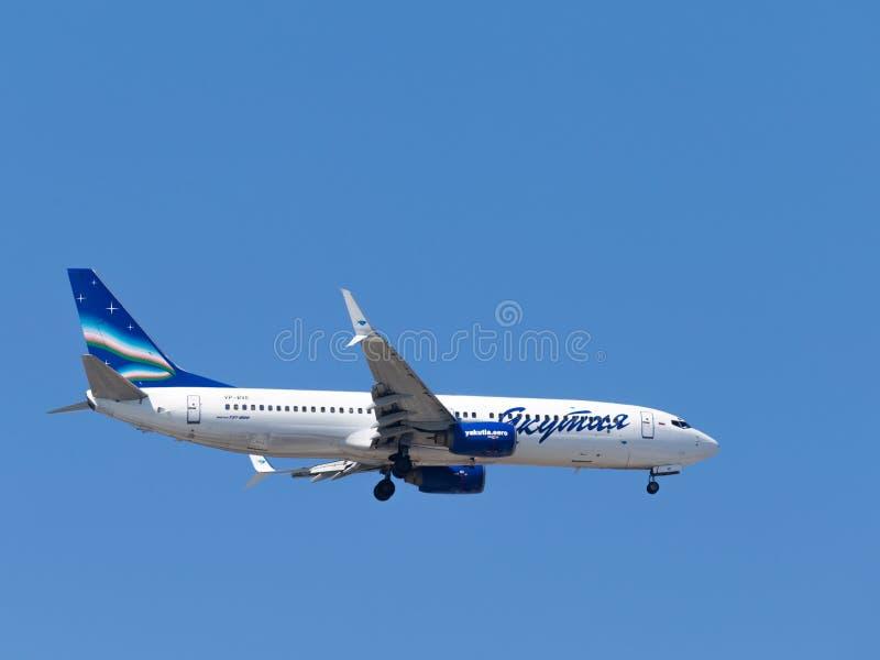 Passagiersvliegtuig Boeing 737-86N, de Luchtvaartlijnen van Yakutia, Rusland stock fotografie