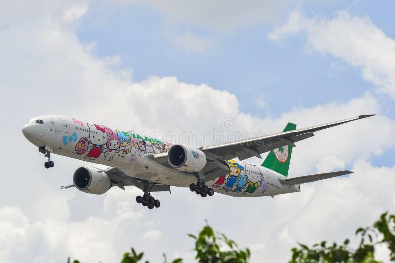 Passagiersvliegtuig die bij de luchthaven landen stock foto